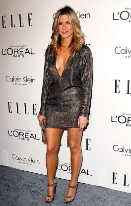 Jennifer-Aniston-walked-red-carpet-solo-event-Elle
